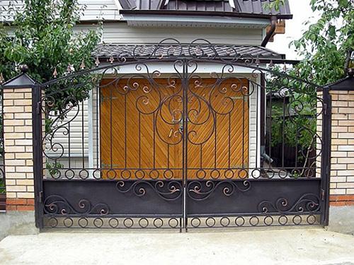 Изготовление кованных ворот для дачи